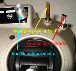 pravá strana vysílače doplněna dvěma vypínači a potenciometrem pro 5.kanál