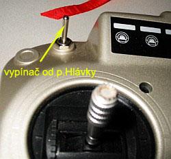 levá strana vysílače doplněna vypínačem pro dvojí výchylky